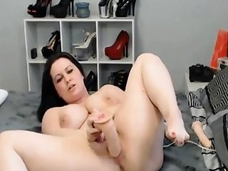 Horny Well-endowed Webcam Toddler Masturbate her Pussy